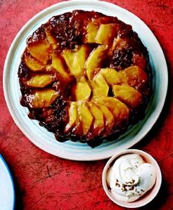 Пирог-перевертыш с ананасом и корицей