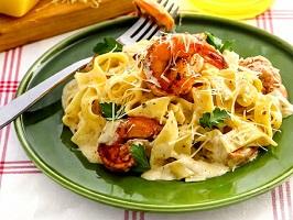 Феттучине в сливочном соусе с креветками