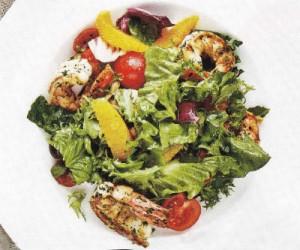 Креветки с зеленым салатом