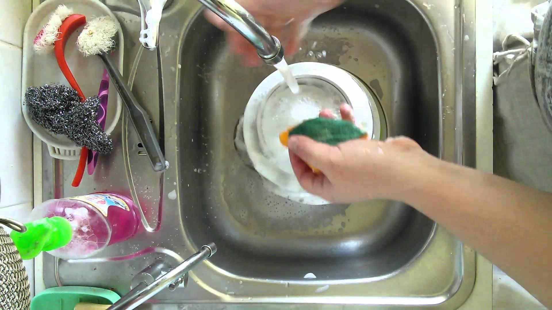 Как  чистить посуду